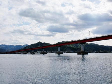 若狭湾をクルージング・青戸の大橋