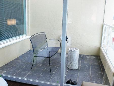ホテルうみんぴあ・特別和洋室82.43平方メートル・テラスには灰皿・喫煙