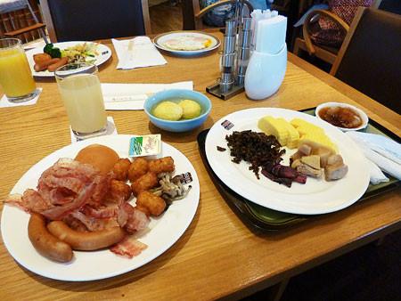 ポートピアホテル ダイニングカフェ ソーコーで朝食