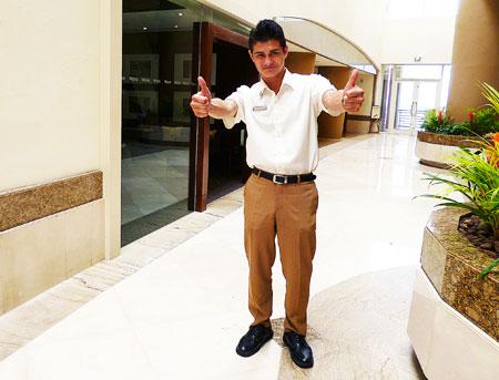 ウェスティンリゾートグアムホテル 日本語 親切 スタッフ アレックス