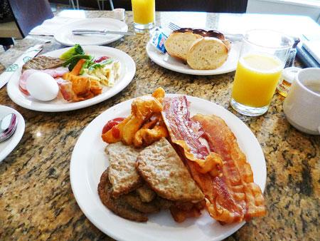 ウェスティンリゾートグアムホテル ロイヤルビーチクラブラウンジ 朝食 写真