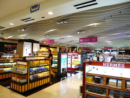 グアム国際空港 名税店 写真